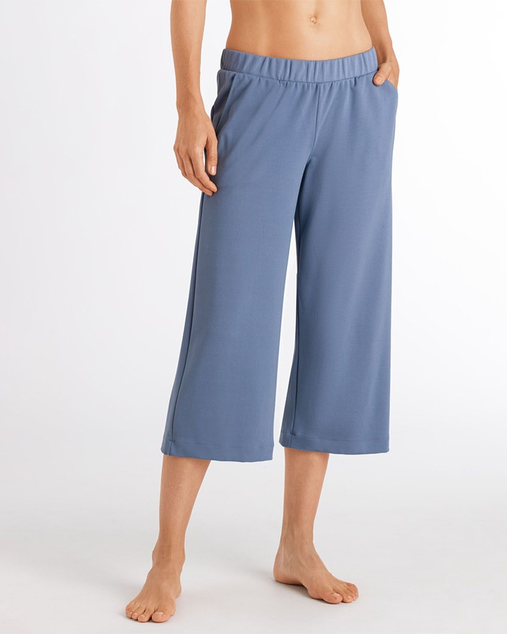 hanro-of-switzerland-pure-comfort-crop-pant-dianes-lingerie-vancouver-720x900