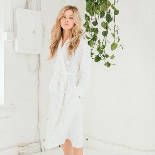 tofino-towels-co-harmony-bath-robe-white-dianes-lingerie-vancouver-1080x1080