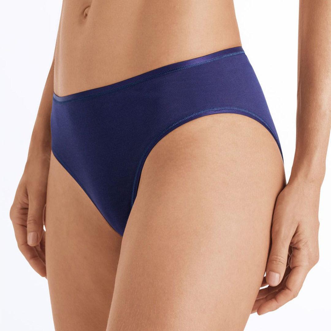 hanro-cotton-seamless-midi-briefs-nightshade-1626-ob-01-dianes-lingerie-vancouver-1080x1080