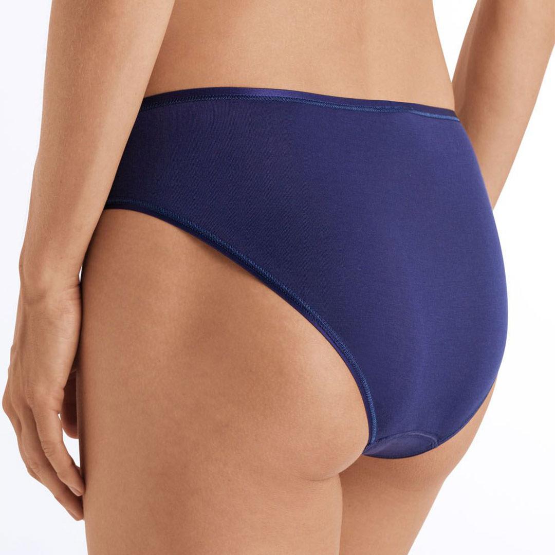 hanro-cotton-seamless-midi-briefs-nightshade-1626-ob-02-dianes-lingerie-vancouver-1080x1080