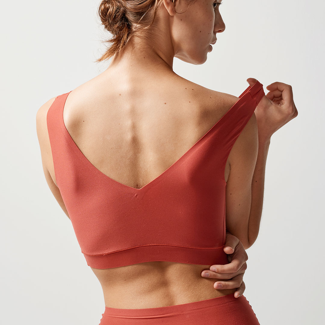 chantelle-softstretch-v-back-bralette-paprika-16a1-back2-dianes-lingerie-vancouver-1080x1080
