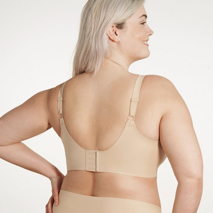 evelyn-and-bobbie-beyond-bra-sand-back-dianes-lingerie-vancouver-1080x1080