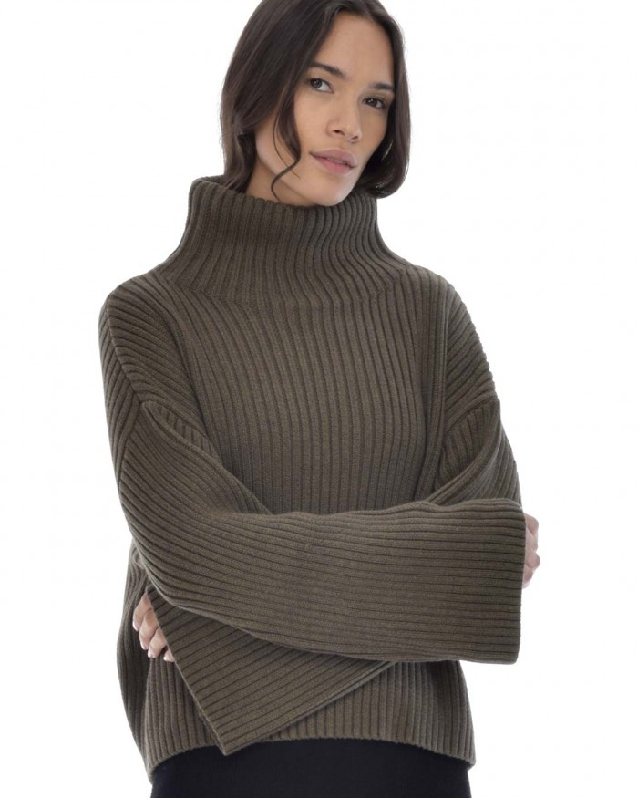 paper-label-hunter-sweater-fern-front-dianes-lingerie-vancouver-1080x1350