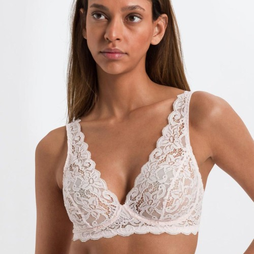 hanro-moments-soft-cup-bra-gentle-pink-front-dianes-lingerie-vancouver-1080x1350