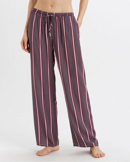 hanro-sleep-lounge-woven-pants-sleek-stripe-front-dianes-lingerie-vancouver-1080x1350